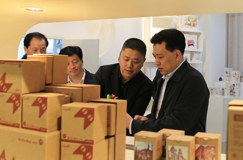 浙江省省长袁家军在公司董事长何彬先生的亲自陪同下,莅临和信集团视察